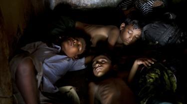 Nyligt ankomne rohingyaer i en flygtningelejr i Bangladesh.
