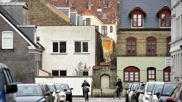 I stedet for rent kommercielle tjenester som Airbnb kunne byerne sammen med deres borgere selv udvikle og kontrollere deres egne versioner af udlejningstjenesten, skriver Pil Christensen.
