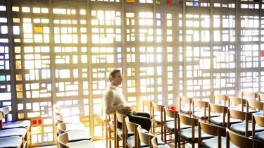 Socialiseringen ind i naturvidenskaben gør, at man er mindre tilbøjelig til at bryde sig om religion, tro eksistens og mening på hospitalet, mener professor Niels Christian Hvidt. Derfor er hans mål at få efteruddannet det sundhedsvidenskabelige personale i åndelig omsorg
