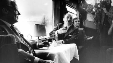 Den danske statsminister Anker Jørgensen (S) nærede beundring for den socialdemokratiske tyske ekskansler Willy Brandt og delte Brandts fortvivlelse over, at Den Kolde Krig atter blussede op fra midten af 1970'erne. Også Anker Jørgensen ville bryde oprustningens onde cirkel. Her har Anker Jørgensen inviteret Willy Brandt med ud at se med DSB i 1979.