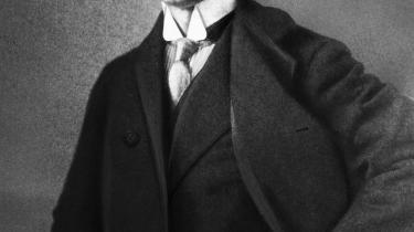 Høj i hatten. Forfatteren fotograferet i begyndelsen af 1900-tallet.
