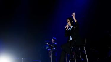 Da flere anmeldere var lorne ved Nick Caves koncert i Royal Arena, tog de fejl. De så slet ikke kunsten.