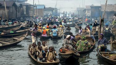 Man kan ikke bremse befolkningstilvæksten i Afrika alene ved at dele kondomer ud, for 'ingen steder i verden bruges kondomer som det vigtigste middel i familierne til at regulere, hvor mange børn de får. Heller ikke hos os', siger Margrethe Silberschmidt, der gennem mange år har forsket i køn og prævention i Afrika.