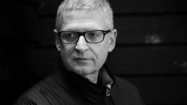 Tidligere JP-redaktør Flemming Rose mener, at mediekoncernen JP-Politikens Hus optræder hyklerisk i sagen om fogedforbuddet mod PET-bogen.
