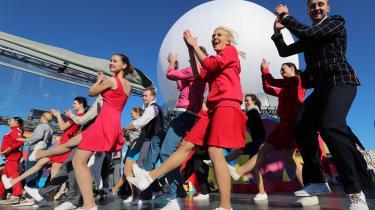 Unge fra hele verden mødes i Sojti i Rusland til antimperialistisk festival. Men mange føler, at Vladimir Putin og hans styre har kuppet festivalen og bruger den som en propaganda-maskine for Rusland og Putin, hvilket da også fremgår af de billeder fra festivalen, som arrangørerne har lagt ud.