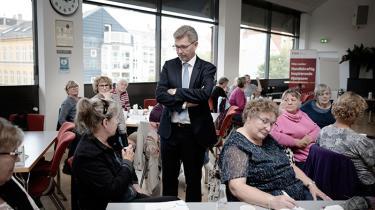 Frank Jensen besøger FOA's seniorklub på Godthåbsvej, hvor han fortæller om, hvordan det er at komme fra Nørresundby til København og blive overborgmester