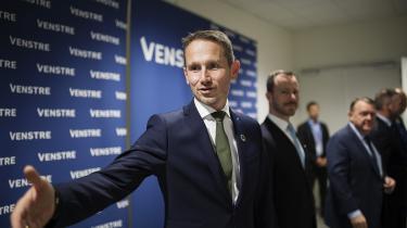 Torsdag var Kristian Jensen kaldt i samråd af SF for at forklare sin modstand mod omsætningsafgiften på internationale virksomheder. Men selv om finansministeren står over for Emmanuel Macron, har han ikke nogen dårlig sag.