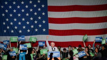 Med paroler som 'demokratisk socialisme' og en 'revolution imod milliardærklassen' fik den demokratiske præsidentkandidat i USA Bernie Sanders flere stemmer i primærvalgene blandt de unge under 30 år end Trump og Clinton tilsammen. Dagens kronikør mener, at tiden er inde til revolution.