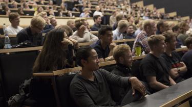 Forelæsning på KU. Det er fejlagtigt, når det fremstilles, som om pengene nærmest kan flyttes fra et forskningsområde til et andet på universitetet, mener dagens kronikør, der skarpt modgår Heine Andersens kritik af universitetet.