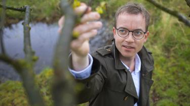 Det nye læk kommer på et ubelejligt tidspunkt for miljø- og fødevareminister Esben Lunde Larsen (V), som netop nu er ved at forhandle en aftale om, hvordan landbrugets udledning af kvælstof skal reguleres
