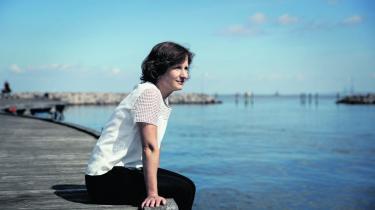 Louise Kringelbach debuterede som forfatter med den anmelderroste 'Sorgforstøveren' i 2008 og 'Hjemve' er hendes tredje roman.