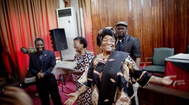 Ellen Johnson Sirleaf opnåede noget nær rockstjernestatus i international politik. Her ses hun, umiddelbart efter hun blev genvalgt i 2011.