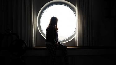 KrisecentretRED Safehouse har eksisteret siden 2004, Der er plads til 38 unge i alderen 17 til 30 år fordelt på to topsikrede afdelinger med hemmelig adresse. Ifølge RED Safehouse har opholdsstedet opnået et unikt indblik i de særlige problemstillinger og udfordringer, som unge i æresrelaterede konflikter kæmper med.
