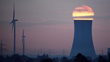 Solopgang over et kulkraftværkHohenhameln i Nordtyskland.