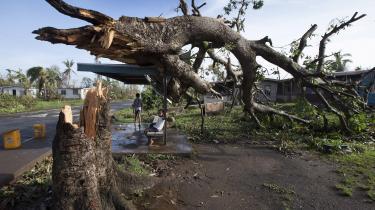 Orkanen Fiji, der sidste år ramte Fiji, var den stærkeste målt i øsamfundet. Fiji har i år formandskabet for COP23-topmødet, selvom det afholdes i Bonn, og de to værtsnationer befinder sig på hver sin side af et skel mellem i- og og u-lande. Et skel som et kompromisforslag fra Fiji ikke har kunnet slå bro over.