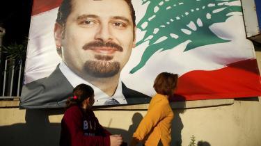 Sunnilederen Saad Hariri er måske, måske ikke – afhængigt af, hvem man spørger – stadig premierminister i Libanon. Søndag tonede han omsider frem søndag i et interview til sit partis landsdækkende tv-kanal. Her meddelte han, at han vil forlade Saudi-Arabien og vende tilbage til Libanon »meget snart« og afviste dermed, at han blev tilbageholdt i Riyadh mod sin vilje, som vedholdende rygter ellers ville vide.