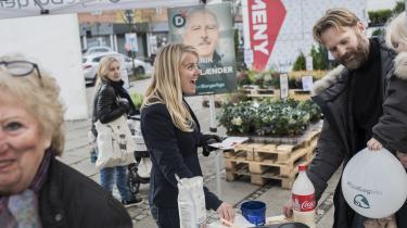 'Det er jo ren Rasmus Klump,' lyder det fra en pandekageserverende partiformand Pernille Vermund, der hjælper Nye Borgerliges spidskandidat Poul V. Jensen med kampagnen i Gentofte.