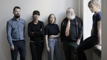 Fem af de seks nominerede til Montanas Litteraturpris (fra venstre) Peter Højrup, Lone Aburas, Amalie Smith, Martin Larsen og Caroline Albertine Minor.