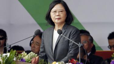 Taiwan og præsident Tsai Ing-wen (billedet) bliver stadig mere isoleret. Senest har blandt andet Panama lukket ned for de diplomatiske forbindelser med Taiwan for at indynde sig hos Folkerepublikken Kina.