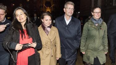 Overborgmester Frank Jensen ankommer til Københavns rådhus kl. 22.45 tirsdag aften sammen med spidskandidaterne fra de partier, der allerede tidligt støttede ham som overborgmester. Fra venstre er det Mia Nyegaard (R), Sisse Marie Welling (SF) og Ninna Hedeager (Ø).