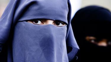 Menneskerettighedsdomstolen har lyttet til EU-staternes kritik om større tilbageholdenhed fra Strasbourg. Det ses eksempelvis på religionsområdet, hvor Frankrig og Belgien gerne må forbyde tildækning, herunder burka og niqab, i det offentlige rum. Det er, fordi domstolen i Strasbourg afholder sig fra at blande sig i følsomme nationale spørgsmål.