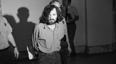 Podcastanbefaling: 'You Must Remember This', der nærmest kun består af oplæsning, burde lyde som en røvsyg lydbog, men podcastens gennemgang af Charles Mansons liv er psykopatisk god