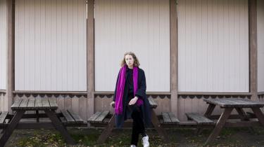 Hun har færdiggjort sine studier i litteraturvidenskab og står over for at debutere med digtsamlingen Blå på Forlaget Gladiator.