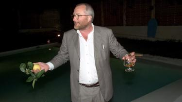 Under festen i Cannes uddelte Peter Aalbæk priser til de journalister, der havde skrevet om Zentropa i det forgangne år. Cirka ti eller 20 euro til den mest venlige og en citron til den mest kritiske. Christian Monggaard vandt aldrig noget.