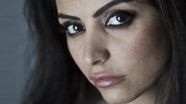 Sara Omar leverer med sin debutroman 'Dødevaskeren' en kras skildring af muslimsk kvindeundertrykkelse og ekstremt udsat pigeliv. Den rummer grusomme erkendelser, men er samtidig en berigelse af dansk litteratur