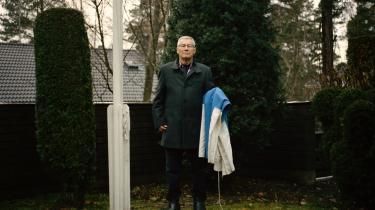 Usko Peijari tog turen ud af skoven og op af samfundsstigen sammen med Finlands industrielle velstandsboom. Fra den fattigste af de fattige til en af kommunens spidser. Han har malet sin flagstang i anledning af nationens 100-årsfødselsdag.