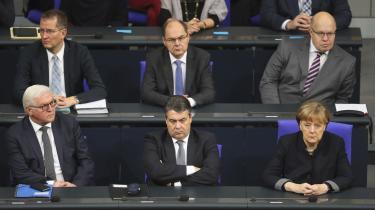 Ikke kun i den tyske presse, men også blandt en række ledende socialdemokrater, er der de sidste dage sat et stort spørgsmålstegn ved Merkels troværdighed, og om hun har styr på sine egne rækker.