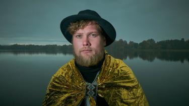 Den kristne sanger Jonas H. Petersen, der også optræder under navnet Hymns fromNineveh, har skrevet sangen 'Lys og lindring', der er et af de nye bidrag til 'Kirkesangbogen'.