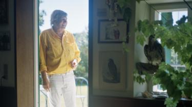 Eventyreren Troels Kløvedal skal snart dø. Han har fået ALS. Når tankerne i denne tid vandrer, tænker han på alle de dejlige kvinder, han har elsket med, pesticider i agurker, og hvornår havet i grunden er smukkest