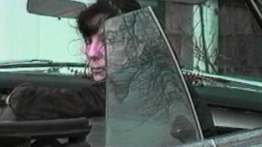 Hvad har Sophie Calles kunst med jagt og natur at gøre? Alt og intet – hun harikke skudt den mindste kanin, til gengæld har hun gennem snart 40 år jagtet det intime udtryk på højst personlig og systematisk vis. Den franske kunstner udstiller sammen med billedhuggeren Serena Corona på museum for Jagt og Natur midt i Paris
