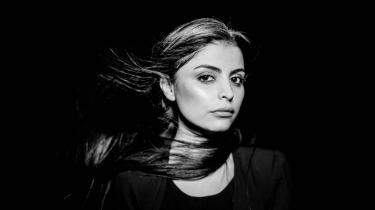 Forfatter Sara Omar debuterede i år med bogen Dødevaskeren, der skildrer et system iirakisk Kurdistan afpatriarkalsk vold og undertrykkelse.