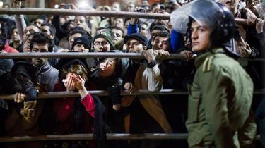 Iranske tilskuere til en offentlig henrettelse i landet. Iran har opnået uventet stor succes i regionen, men utilfredsheden over leveforhold og velstanden vokser blandt folket. Der bliver fokuseret for meget på det udenrigspolitiske, lyder det.