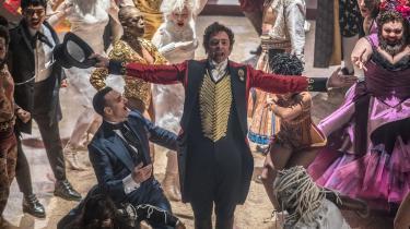 Hugh Jackmans energiske og rørende cirkuskonge, P.T. Barnum, er i centrum af Michael Graceys kulørte musical, 'The Greatest Showman'.