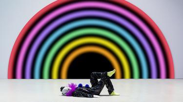 Den schweiziske kunstner Ugo Rondinone indtager Arkens kunstakse med en trup af resignerede klovne, der er mere tragiske end underholdende