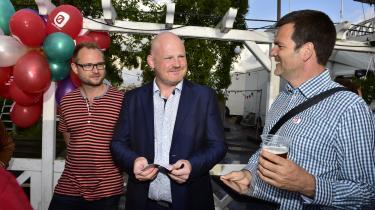 Enhedslistens nu snart forhenværende teknik- og miljøborgmester i København, Morten Kabell (i midten), står tilat modtage godt en halv million kroner i kommunalt eftervederlag, samtidig med, at han i 2018 tiltræder etjob som vicedirektør i et privat firma.