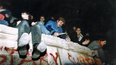 Tjekkiet slap som Polen og Ungarn efter Murens fald i 1989 for diktater udefra. Men for tjekkerne blev Sachsen skræmmeeksemplet på, hvordan man i vest forvaltede sit lovpriste demokrati, nemlig som et flertalsdiktatur sanktioneret af en parlamentarisk majoritet i Berlin eller Bruxelles. Deraf flyder deres EU-skepsis – som polakker, slovakker og ungarere deler med dem, skriver dagens kronikør.