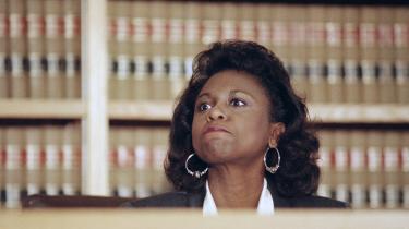 Maskulinitetsforsker Michael Kimmel definerer tre #MeToo-øjeblikke igennem historien. Det første var allerede i 1991, da advokaten Anita Hill anklagede sin tidligere arbejdsgiver dommer Clarence Thomas for sexchikane. Thomas var lige blevet nomineret til et sæde i den amerikanske højesteret. Hill blev ydmyget og kritiseret i offentligheden, mens Thomas gik fri og stadig sidder i højesteret.