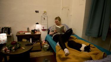 51-årige Sonja har boet i det samme herberg for hjemløse i tre år. En skilsmisse efterfulgt af en depression gjorde, at hun endte på gaden og ikke kunne komme ind på boligmarekdet i Berlin igen.