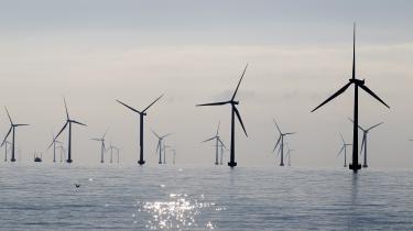 Den store udfordring mellem 2030 og 2050 er ifølge hollænder Rob van der Hage, at vindmøller på land vil møde større lokal modstand, samtidig med at de gode placeringer tæt på kysterne efterhånden er taget. Derfor står han i spidsen for et projekt, hvor vindmøller skal stå på en kunstig ø i Nordsøen.