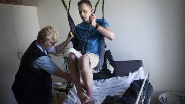 Finn har haft sklerose, siden han var 26 år. Han bruger medicinsk cannabis. Fra nytår trådte en ny forsøgsordning med medicinsk cannabis i kraft for blandt andre sklerosepatienter.
