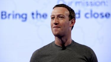 2017 var året, hvor politikerne for alvor fik øjnene op for Facebooks negative indflydelse på demokratiet. Advarselslamperne burde have blinket for længst, men der skulle russisk indblanding i det amerikanske valg til, før der for alvor kom fokus på problemet