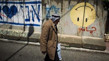 Det er fuldstændigt centralt for fredsprocessen i Israel og Palæstina, at lande som Danmark fortsat vil yde bistand til civilsamfundet i Palæstina, mener tidligere udenrigsminister Holger K. Nielsen.