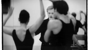 Peter Martins har ifølge teateranmelder Anne Middelboe Christensen videreført 1900-tallets tradition for, at balletmesteren er den almægtige. Ham, der bestemmer alt.