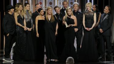 Kvinderne var i sort og mændene ligeså ved Golden Globe Awards. Her Reese Witherspoon i forgrunden og bag hende holdet bag 'Big Little Lies'.