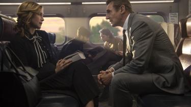 Mødet med den mystiske Joanna (Vera Farmiga) giver pendleren MacCauley (Liam Neeson) problemer ombord på myldretidstoget hjem.