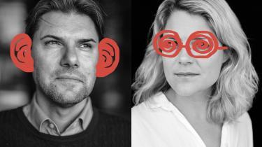 Information spørger i denne uge blå og røde politikere om, hvad de griner af. Mads Fuglede (V) elsker filmen 'The Big Lebowski' og grotesk humor uden punch lines. Johanne Schmidt-Nielsen (Ø) griner højt på cyklen, når den fiktive nyhedsmama Kirsten Birgit Schiødt Kretz Hørsholm udstiller hende og Enhedslisten